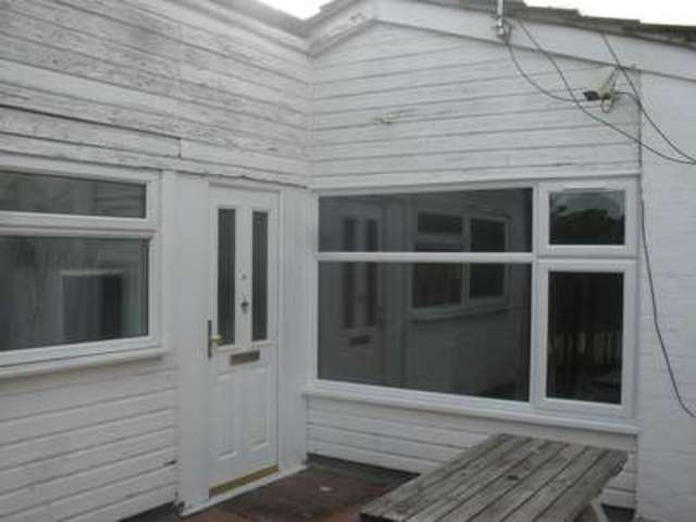 Image of 2 bedroom Flat to rent in High Street Ongar CM5 at High Street  Ongar, CM5 9DS