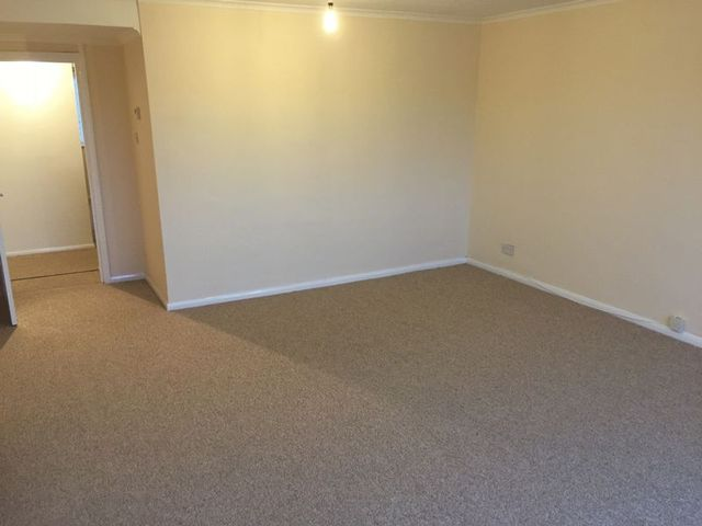 Image of 3 bedroom Flat to rent in High Street Lingfield RH7 at Lingfield, RH7 6AA