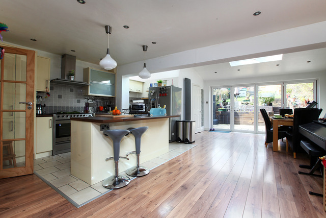 3 bedroom semi detached house for sale in thriffwood for 3 bedroom house extension ideas