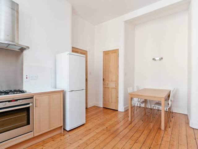 2 Bedroom Flat To Rent In Comely Bank Road Edinburgh Eh4
