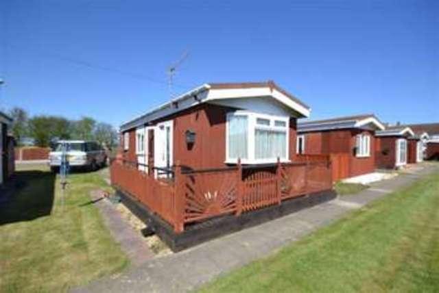Image of 2 bedroom Property for sale in Golden Imp Chalets Cliff Road Hornsea HU18 at Golden Imp Hornsea Hornsea, HU18 1JR
