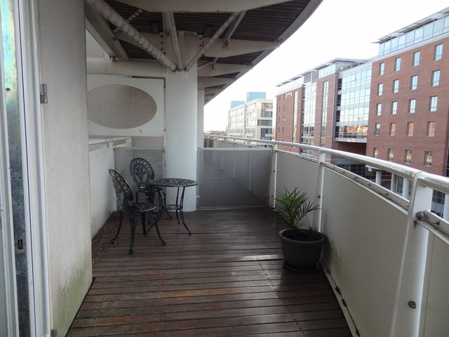image of 2 bedroom flat to rent in royal quay liverpool l3 at