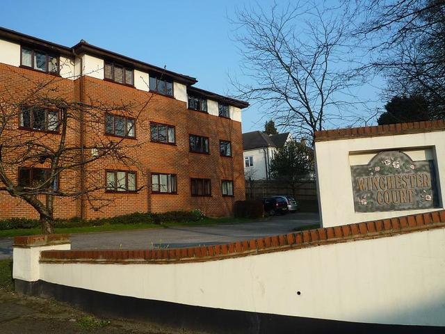 2 Bedroom Flat To Rent In London Road High Wycombe Hp11