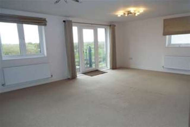 Image of 2 bedroom Flat to rent in Fairwater Drive Shepperton TW17 at Shepperton, TW17 8EW