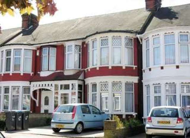 Image Of 3 Bedroom Terraced House For Sale In Berkshire Gardens London N13  At Berkshire Gardens ...