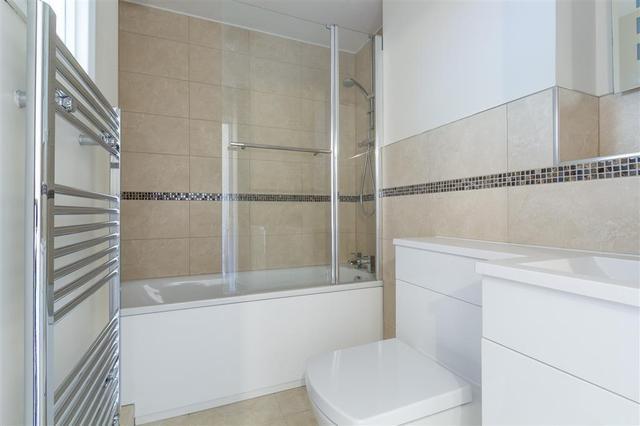 Image of 2 bedroom Apartment to rent in Watling Street Radlett WD7 at RADLETT WD7 RADLETT, WD7 7NG