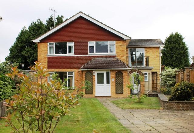 Image of 4 bedroom Detached house to rent in Clayford Dormansland Lingfield RH7 at Dormansland  Lingfield, RH7 6PR