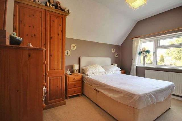 3 bedroom Detached house for sale in Royal George Road