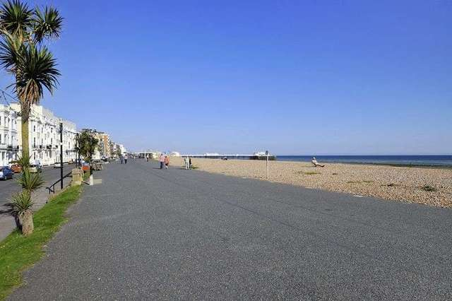 Image of 2 bedroom Flat to rent in Marine Parade Worthing BN11 at Marine Parade  Worthing, BN11 3QG