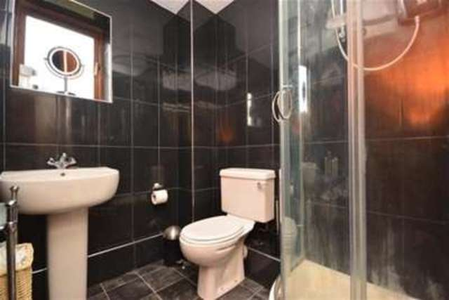 Image of 1 bedroom Flat to rent in Grove Place Faversham ME13 at Faversham, ME13 7NP