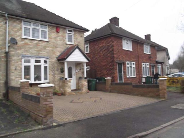 Houses To Buy In Chingford 3 Bedroom Semi Detached House