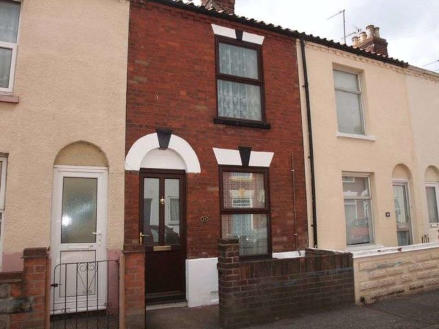 3 Bedroom Terraced House To Rent In East Road Great