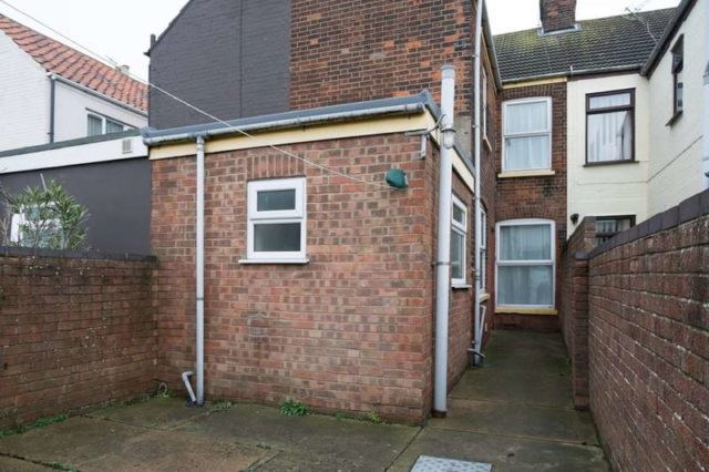 3 Bedroom Terraced House To Rent In Alderson Road Great
