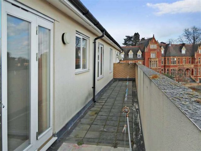 2 Bedroom Apartment For Sale In Bambridge Court Maidstone ME14