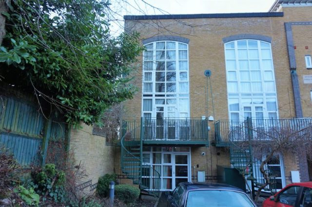 image of 2 bedroom flat to rent in moseley gate moseley birmingham b13