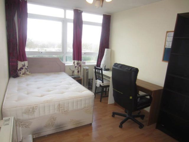2 bedroom apartment to rent in richmond hill road