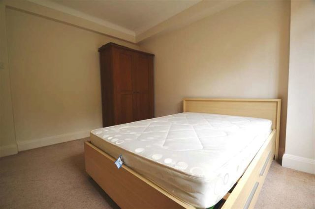 2 Bedroom Apartment To Rent In Woodside London Sw19