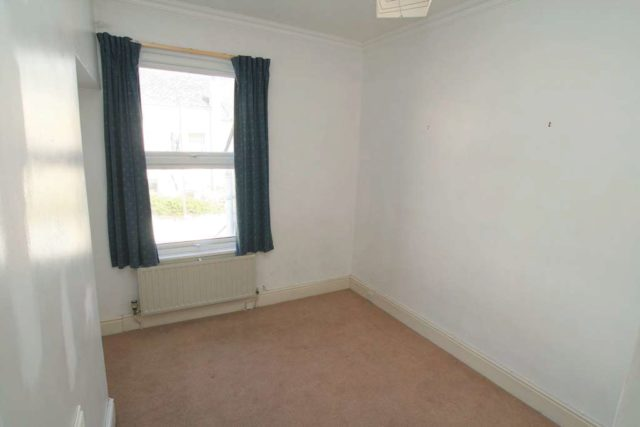3 Bedroom Terraced House For Sale In Craven Avenue