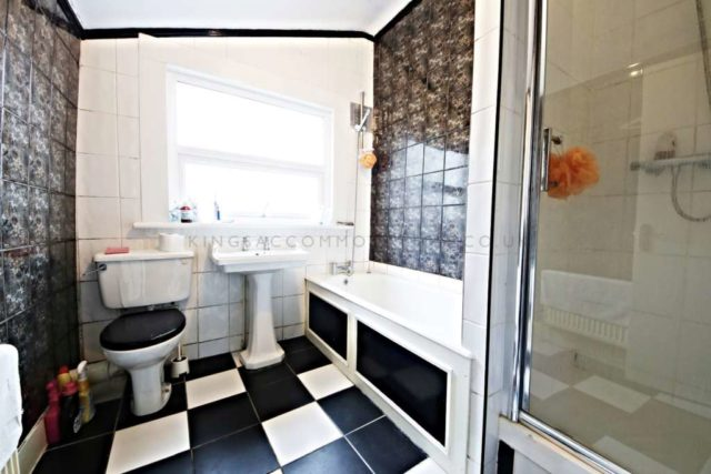 Image of 2 bedroom Flat to rent in Queens Road London SE15 at Queens ...