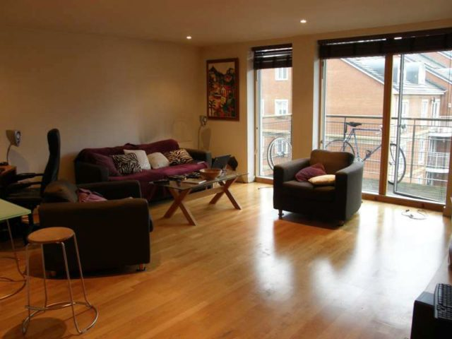 image of 2 bedroom apartment to rent in queens road reading rg1 at