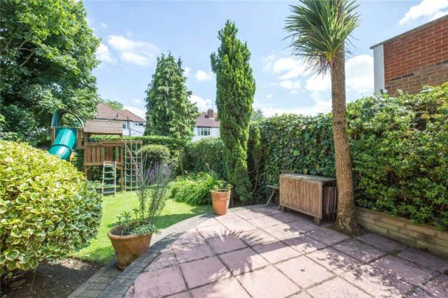 5 Bedroom Detached House For Sale In Abbots Gardens London N2