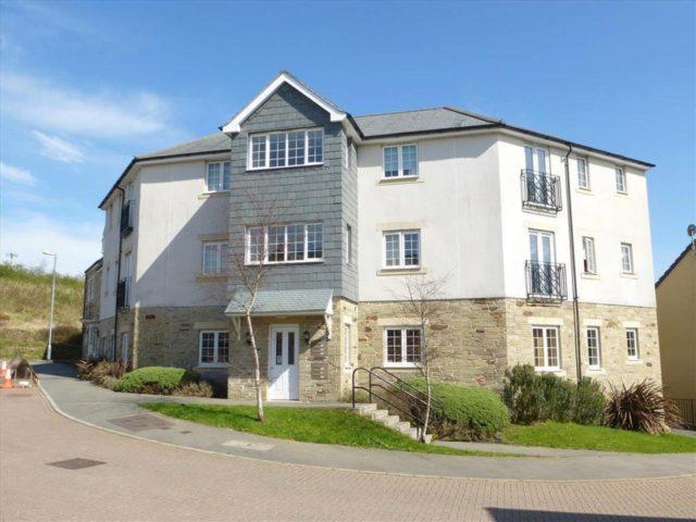 2 bedroom flat to rent in dartmoor view pillmere saltash pl12