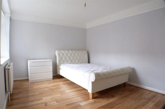 Image of 2 bedroom Flat for sale in Parkwood Flats Oakleigh Road North London N20 at Oakleigh Road North, Whetstone, London