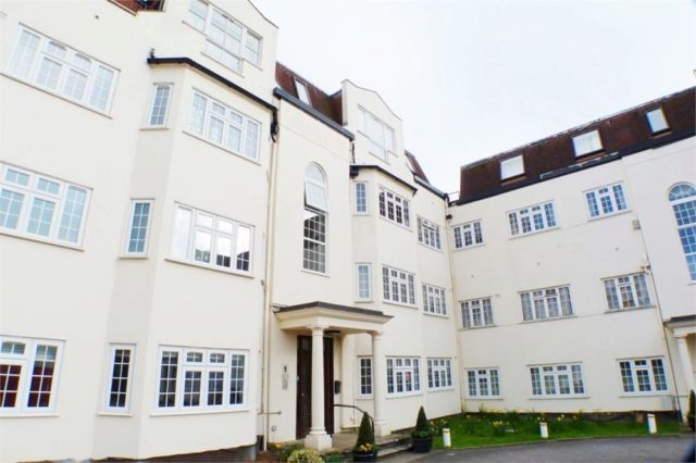 Image of 3 bedroom Flat for sale in Etchingham Park Road London N3 at Etchingham Park Road, Finchley, London