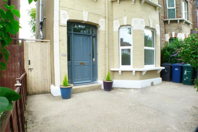 Image of 2 bedroom Flat for sale in Lichfield Grove London N3 at Lichfield Grove, Finchley