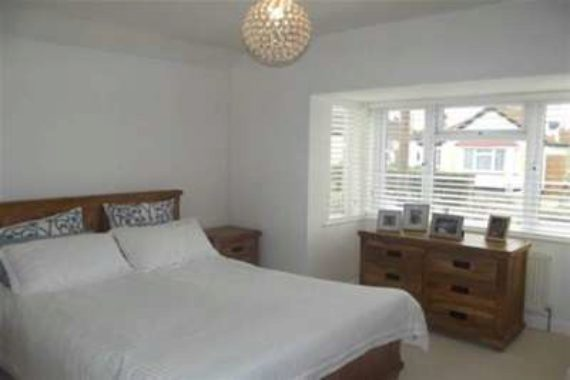 3 bedroom Bungalow t...
