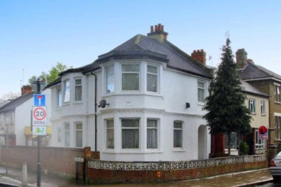 5 bedroom Detached t...