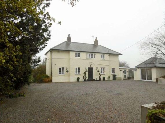 4 bedroom Detached f...