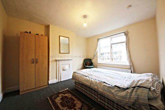 4 bedroom Maisonette...
