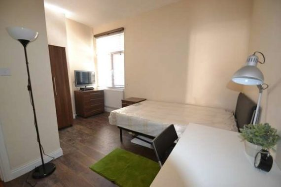 1 bedroom House Shar...