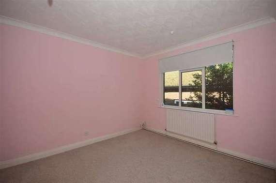 3 bedroom Bungalow f...