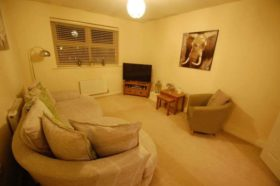 2 bedroom Flat for s...