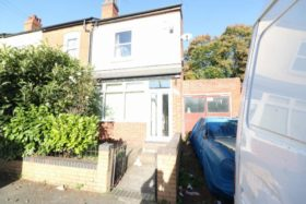 4 bedroom Terraced t...