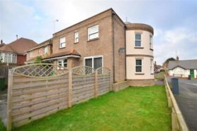6 bedroom Detached f...