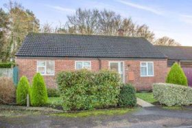 3 bedroom Bungalow f...