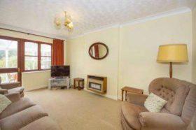 2 bedroom Bungalow f...