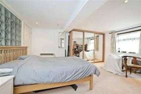 6 bedroom Detached t...